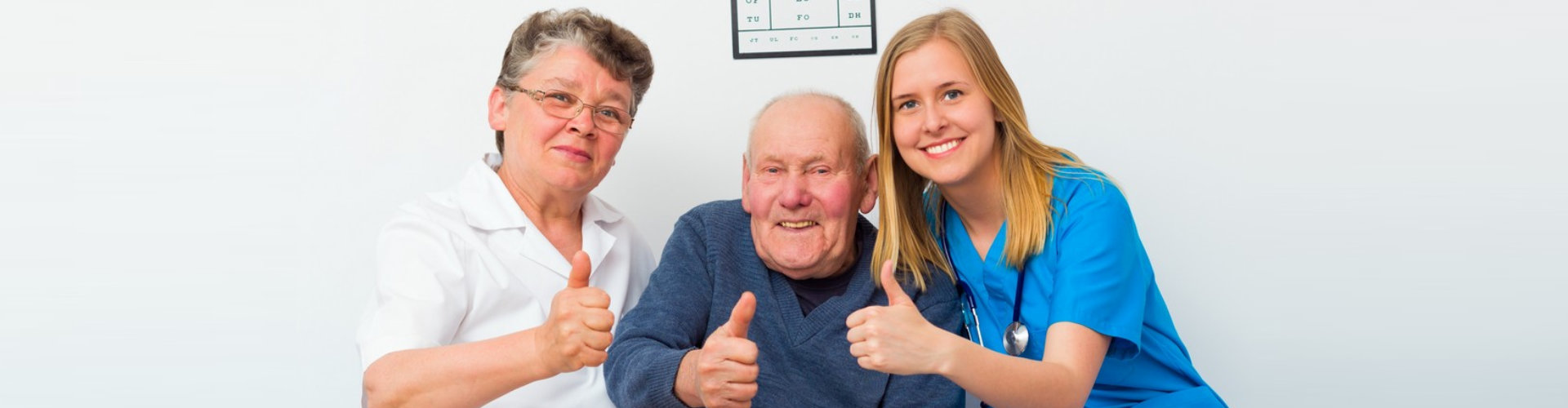 nurse and senior couple doing a thumbs up